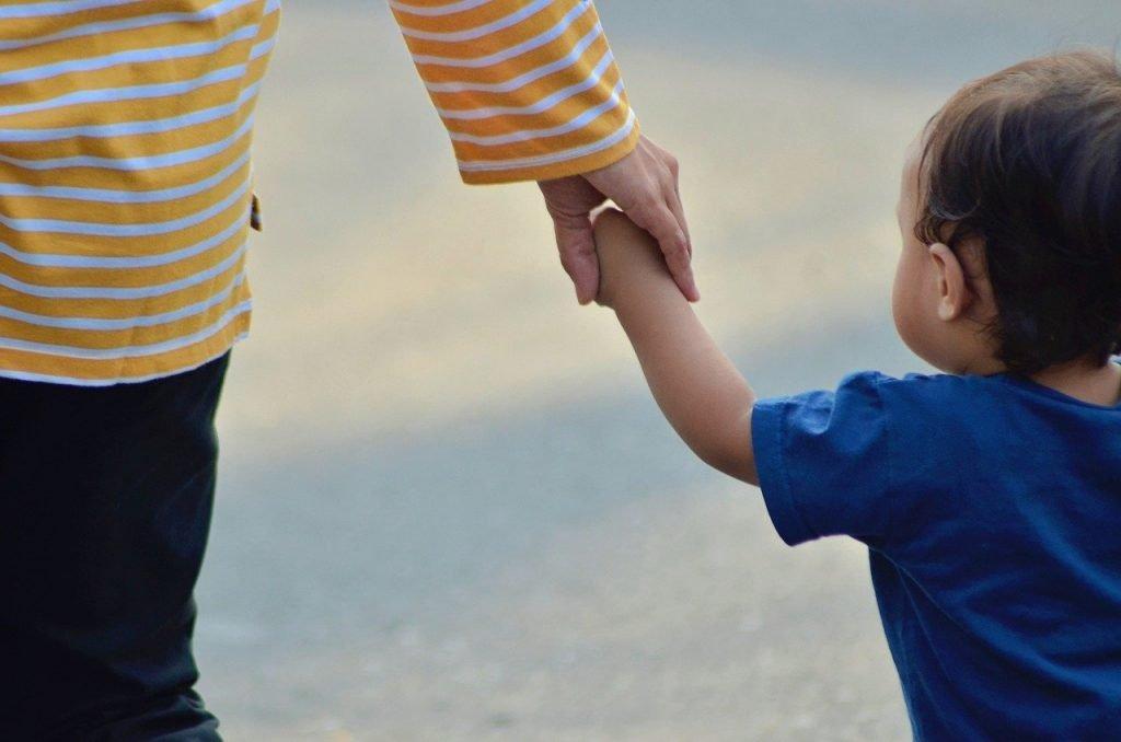 child, mother, hand-5033381.jpg